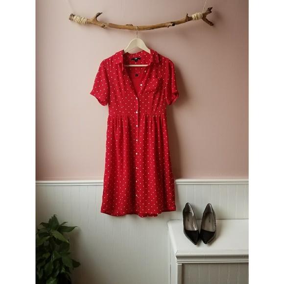 ca8c8d2912917 UNIQLO red polka dot button-up dress. M 5a7e09b62c705daab5e4e00d